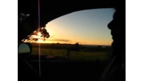 Manu maneja en Taranaki - Nueva Zelanda - y lo hace re bien!!!