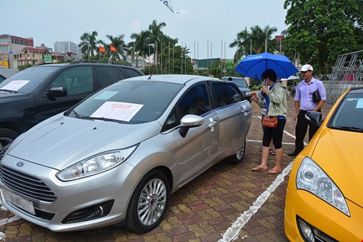 """Bí quyết xem giá xe ô tô cũ máy """"ngon"""" tại Hà Nội"""