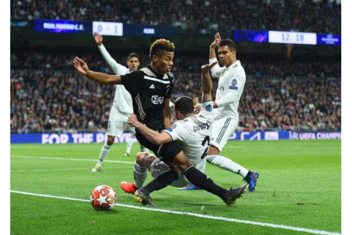 """Vòng 1/8 cúp C1 Real Madrid - Ajax: 1 thẻ đỏ, 4 """"cú đấm"""" & cơn đại ..."""