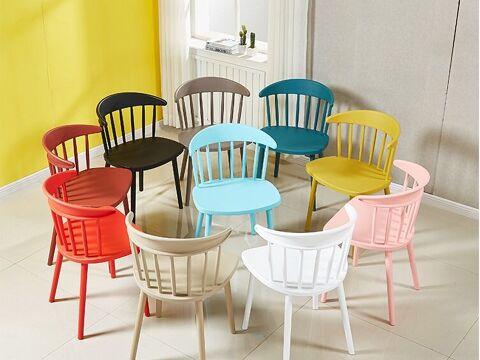 Ghế nhựa ngoài trời nhiều màu xinh xắn
